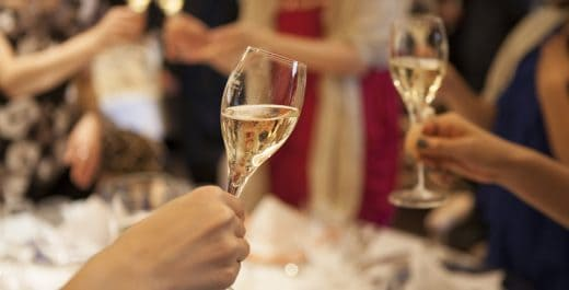 Fotolia 98758247 S 520x265 - 結婚相談所主催の婚活パーティーについてあなたが絶対知っておくべきこと